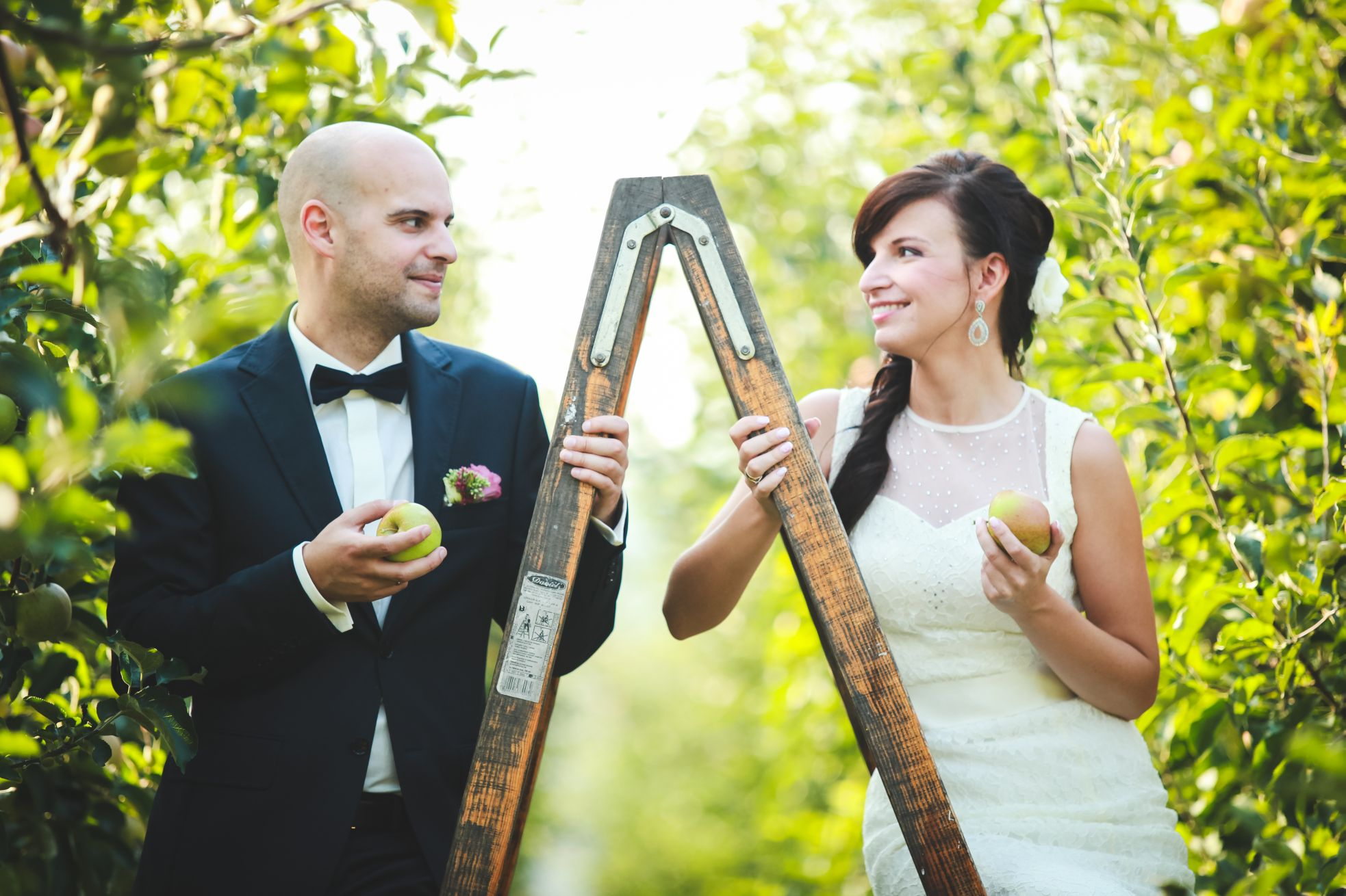 6 Fotograf ślubny Katowice plener poslubny w sadzie