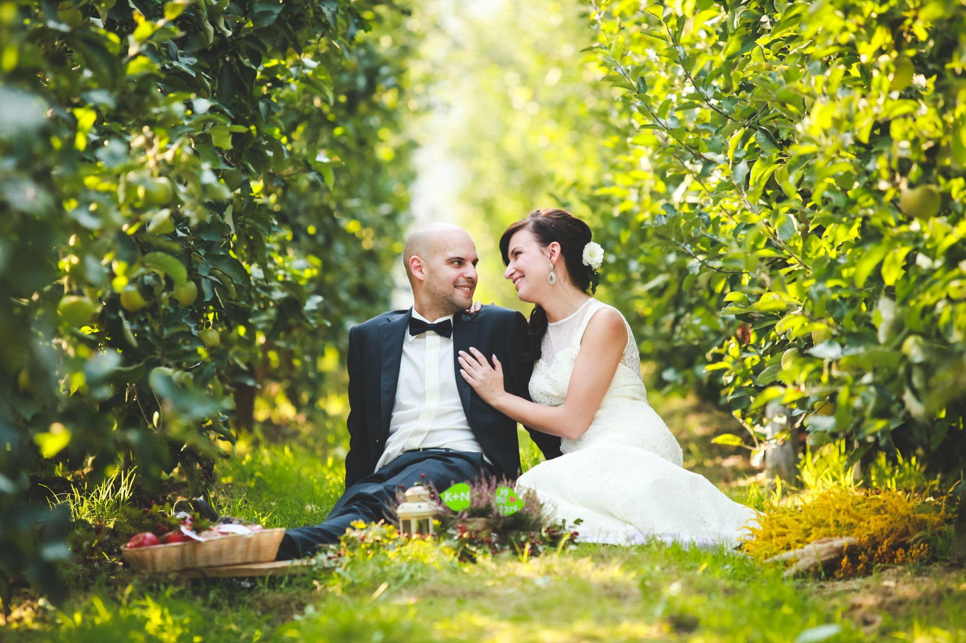 7 Fotograf ślubny Katowice plener poslubny w sadzie