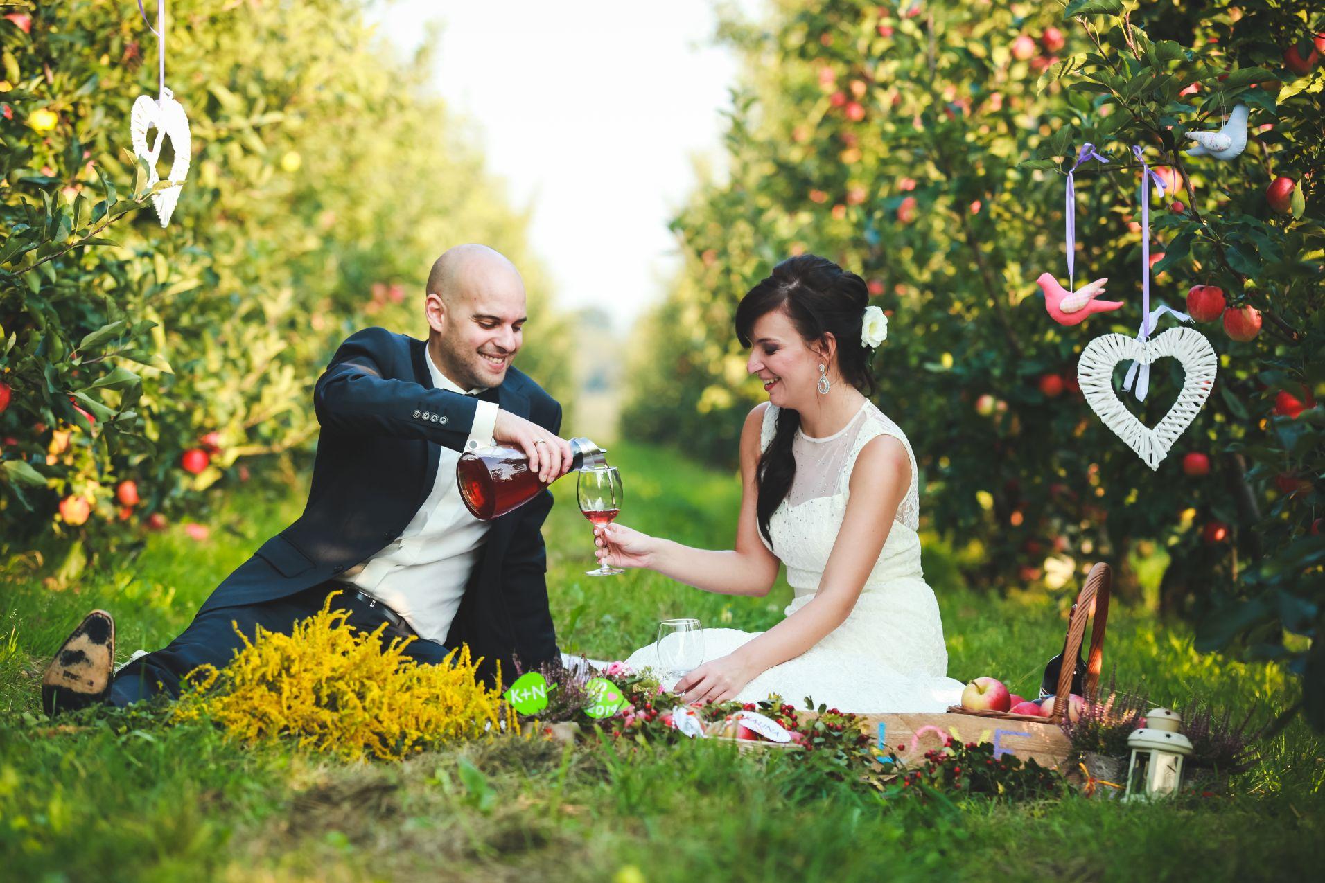 8 Fotograf ślubny Katowice plener poslubny w sadzie