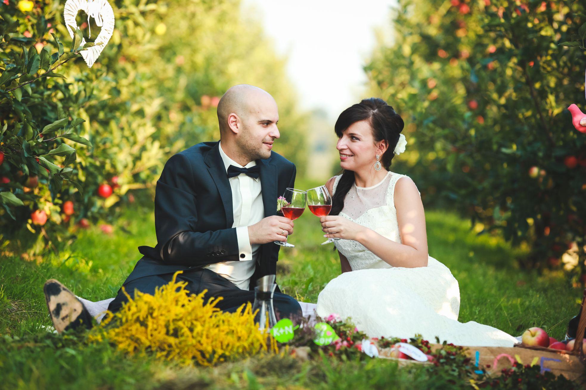 9 Fotograf ślubny Katowice plener poslubny w sadzie