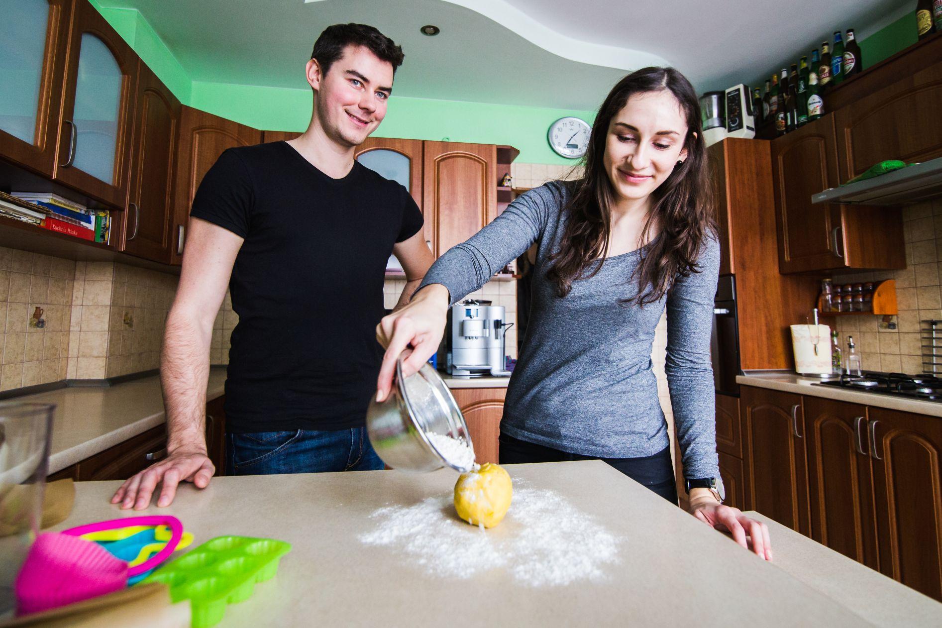 Sesja narzeczenska w kuchni (11)