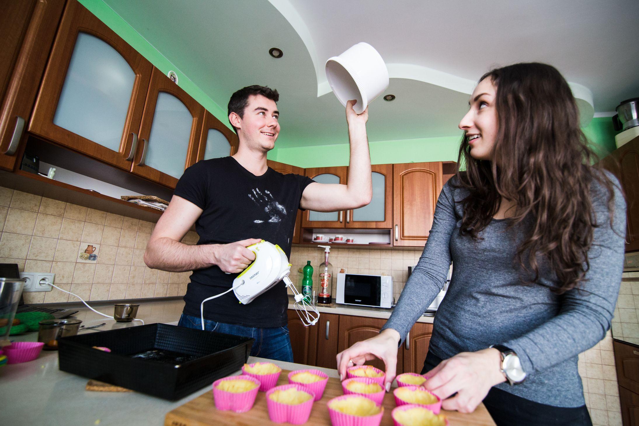 Sesja narzeczenska w kuchni (21)