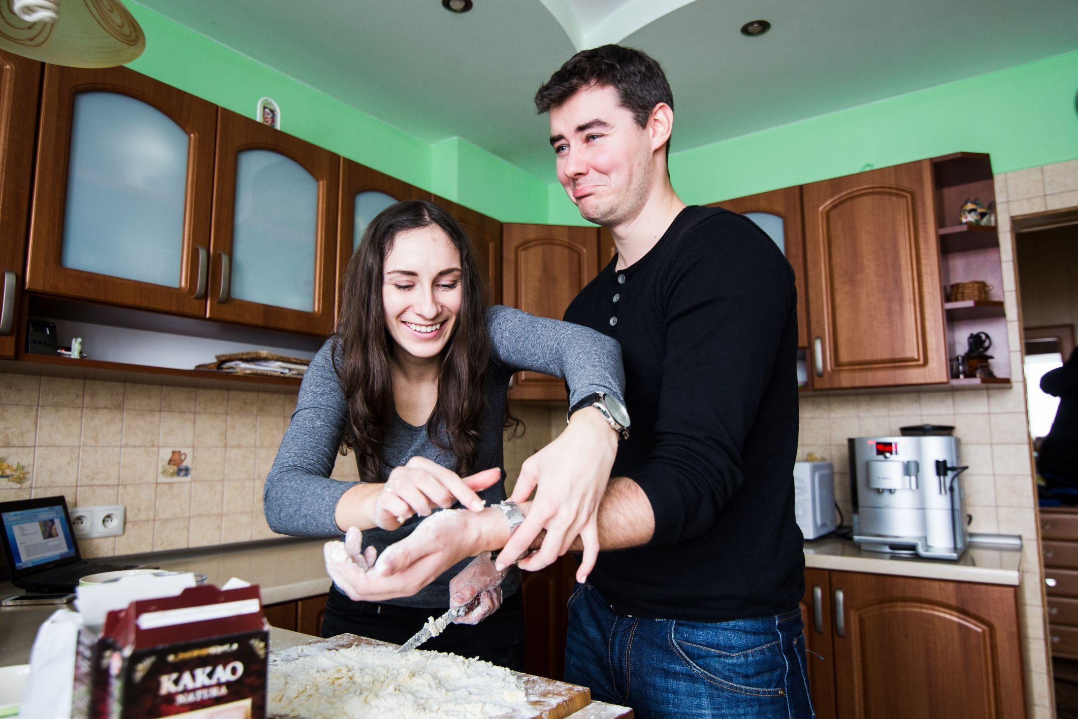 Sesja narzeczenska w kuchni (3)