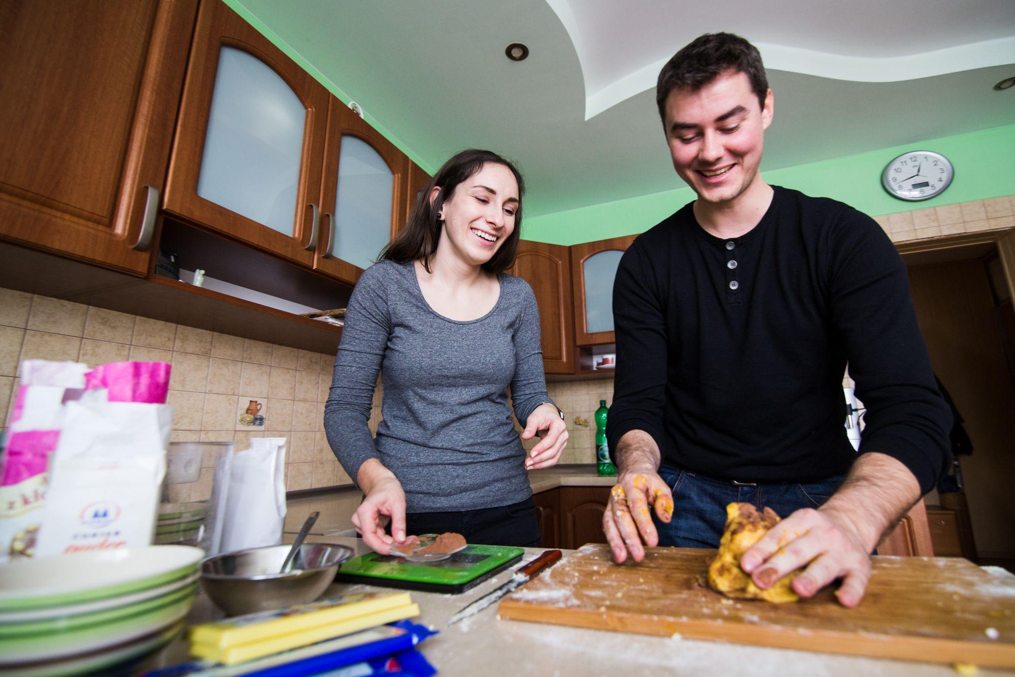 Sesja narzeczenska w kuchni (5)
