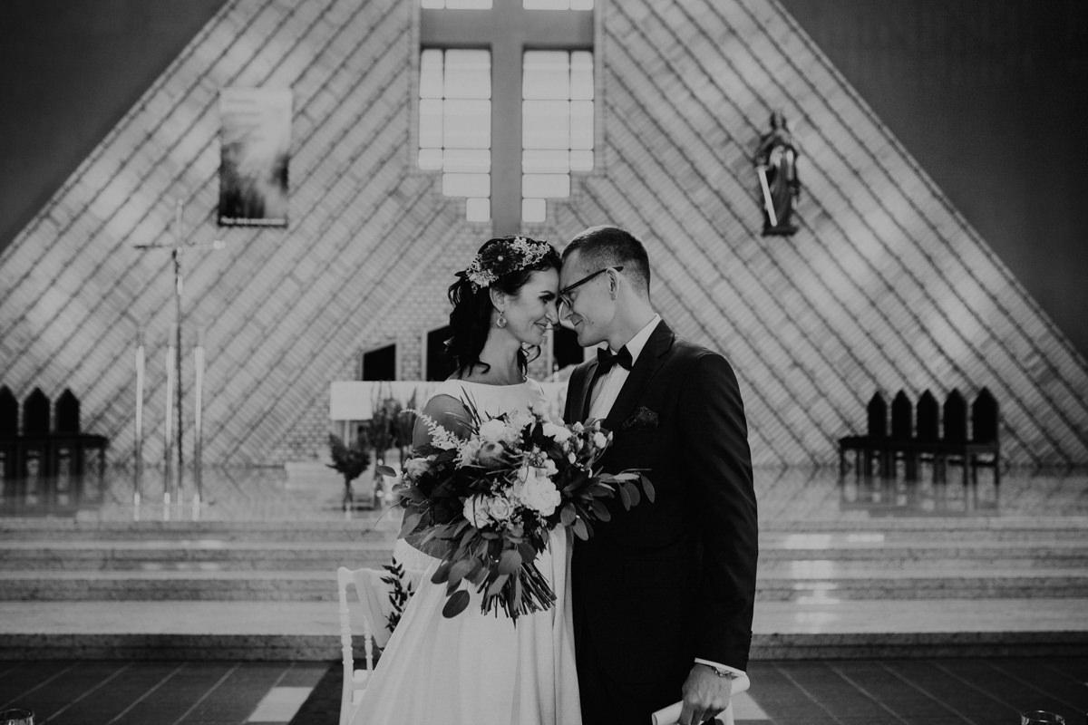 Czarnobiałe zdjęcia ślubne