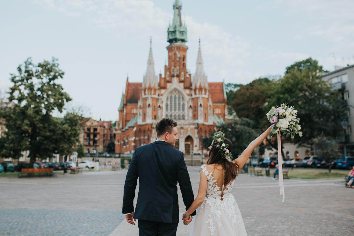 Naturalne zdjęcia ślubne z pomysłem